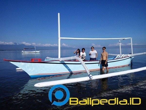Sewa Perahu di Pantai Lovina