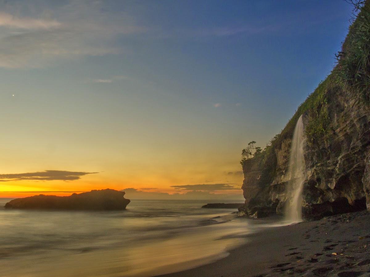 2 Pantai di Bali yang Istimewa dengan Air Terjunnya